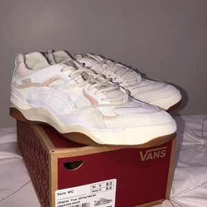 Varix WC (Staple) True White/Marshmallow Vans.